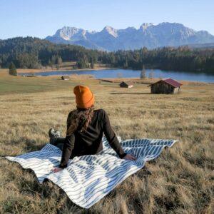 Valleys and Hills_ gemütliche Picknickdecke Castanea
